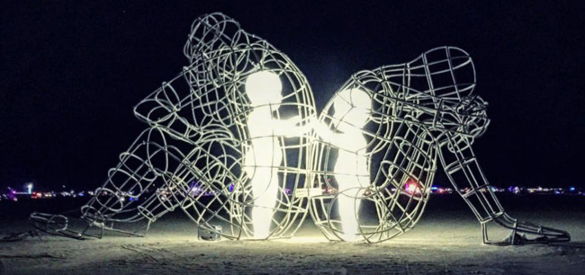 ukrainian-sculpture-burning-man-love-alexander-milov-1