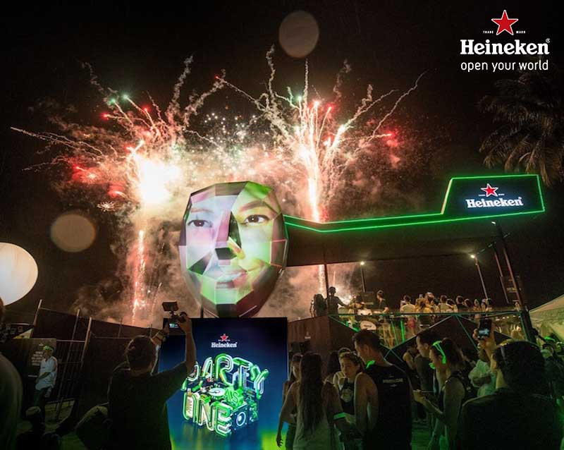 Iconic-Heineken-Tent-at-ZoukOut-2015_839x698