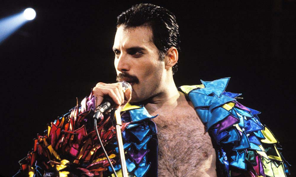 freddie-mercury-throwback-best-stage-costumes-9-3-1000x600