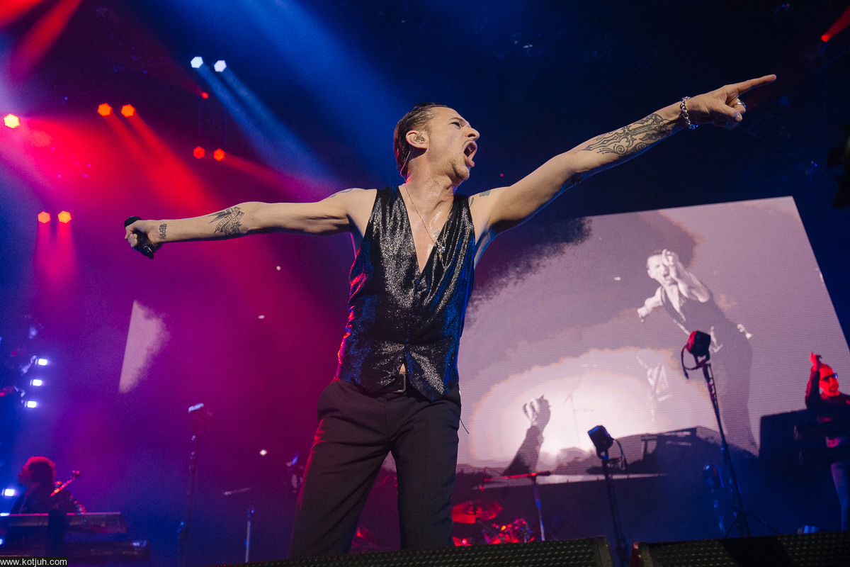 dvd-depeche-mode-spirits-in-the-forest