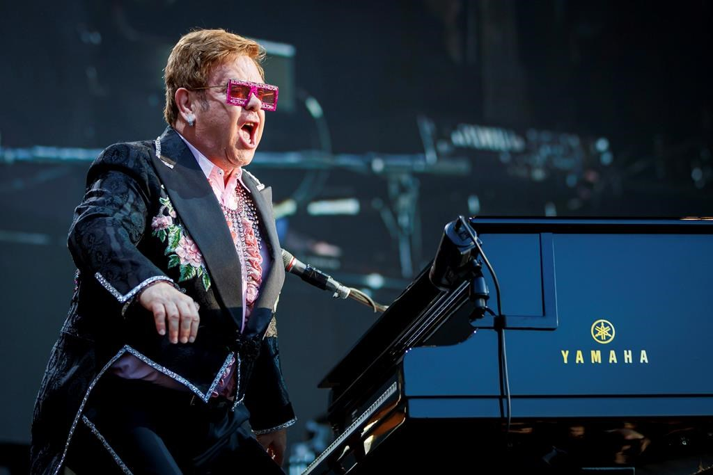 elton-john-lost-his-voice