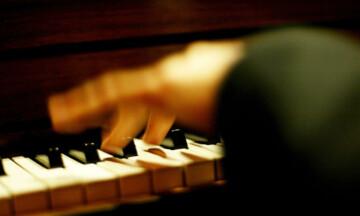 piano-696x442